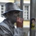 Human statue on a break